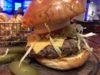 パタヤ、バンコクのHOOTERS(フーターズ)では巨大なハンバーガーが食べられる。美味しくてボリューム満点