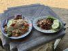 パタヤのビーチで昼ごはんを食べる。海を見ながらの食事は最高~